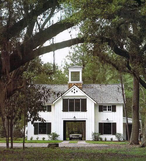 Central porte cochere in farmhouse style architecture for Porte cochere homes