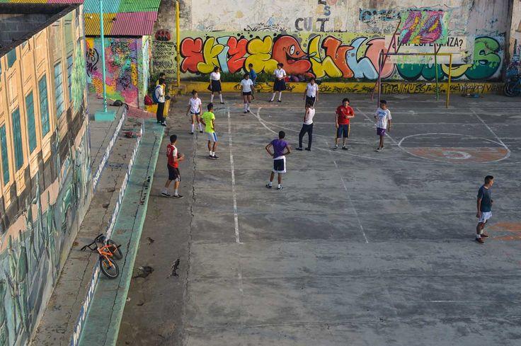 Boys playing football in León, Nicaragua | heneedsfood.com