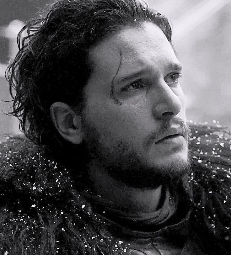 Kit Harington - Jon Snow - Cena final do 3º episódio da sexta temporada de Game of Thrones, quando ele está na frente dos traidores que serão enforcados, com seu olhar de tristeza e decepção. Pena, pois é a morte dos ideais do personagem ético da trama.