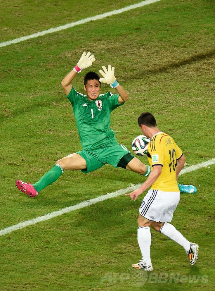 サッカーW杯ブラジル大会(2014 World Cup)グループC、日本対コロンビア。チーム4点目を決めるコロンビアのハメス・ロドリゲス(James Rodriguez、2014年6月24日撮影)。(c)AFP/JUAN BARRETO ▼25Jun2014AFP|日本がコロンビアに完敗、決勝T進出ならず http://www.afpbb.com/articles/-/3018644 #Japan_Colombia_group_C #Brazil2014