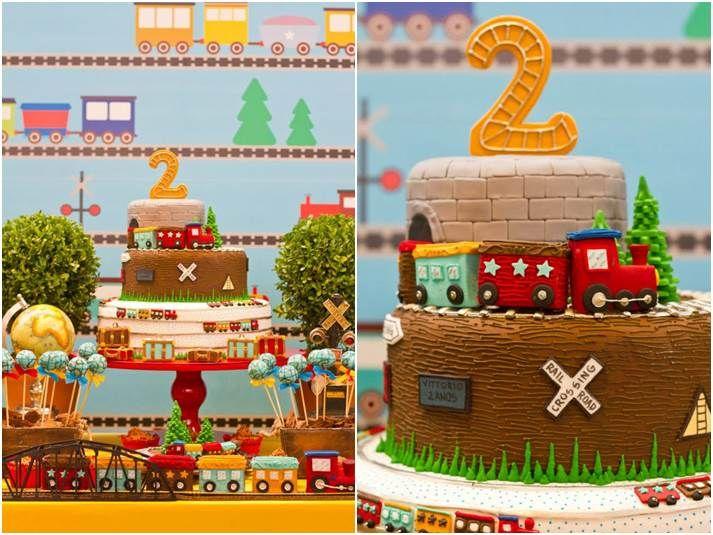 Estou apaixonada por este projeto de Vivian Murzoni (clique) com as cenas da mesa de chocolates e os doces da Docices (clique)!!! O painel de trem, os doces, as cores usadas … A mesa foi ambientada como uma estação de trem com direito a luzinhas e tudo, um charme!!!!! Uma super ideia para meninos que …