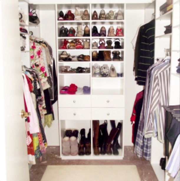 In this dust-reducing wardrobe, melamine was an obvious choice. Easy to clean and excellent at showing dust, it was an easy choice! Read more about this dust reducing wardrobe on the blog #coeverclosetcompany #cleverclosetco #wardrobedesign #wardrobedesigner #closetdesign #closetdesigner #walkinwardrobe #walkincloset #builtinwardrobe #builtincloset #dust #dustallergy #dustmite #dustmiteallergy #allergies #asthma