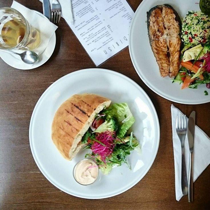 Bij Abinish op de Haarlemmerstraat krijg je voor  750 een heerlijk broodje Merquez met een kleine salade.  #lunch #sandwich #Merquez #Haarlemmerstraat #Amsterdam #CityguysNL