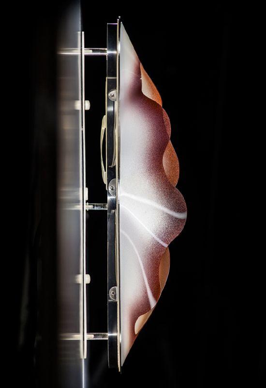 Crocco gioca con la luce in maniera #innovativa e visionaria. Perfetta in una composizione #multipla per ridisegnarne l'atmosfera di una stanza. ---------------------------------- Crocco plays with #light in an innovative and visionary way. Used in a #series, this system is perfect to invigorate a dark corridor. Design by Nigel Coates More: www.slamp.com