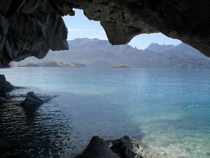 Desde una cueva de mármol