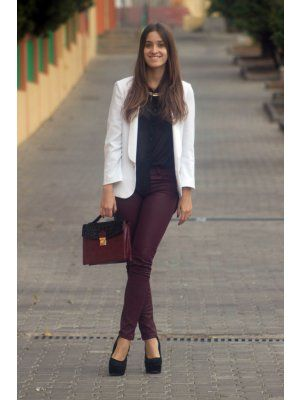 maroon pants outfit   burgundy pants   monica outfits Invierno 2011   13-12-2011   Truendy