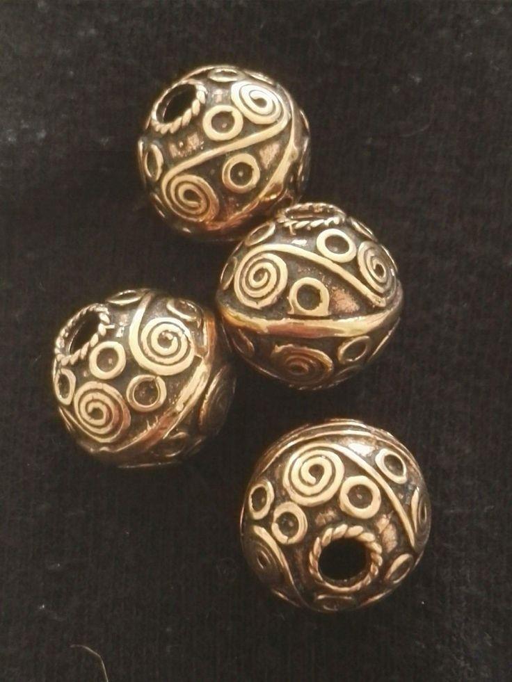 Stor bronze perle. Diameter 1,7 cm. Indvendig hul 4mm.  90 kr