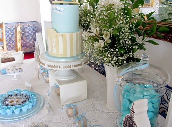 details for this vintage travel plane party