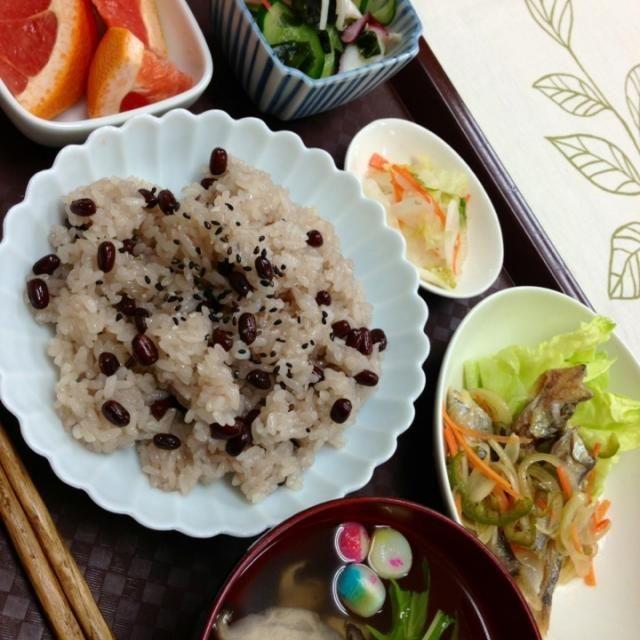 お赤飯、蛸とキュウリの酢の物、 ししゃもの南蛮漬け、お新香 お吸い物、 ルビーグレープフルーツ (^-^) - 8件のもぐもぐ - お赤飯の献立 by yumiyumie