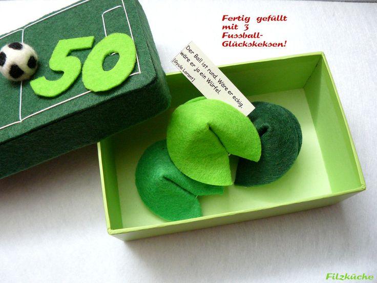 """Geschenke für Männer ... Glückskekse - Geschenke-Box """"Fussball"""" incl. 3 Filz-Glückskekse - ein Designerstück von filz-kueche bei DaWanda"""