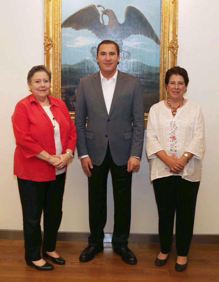 Agradezco a Margarita Zorrilla y Teresa Bracho, integrantes del INEE por la reunión de trabajo en Casa Puebla.