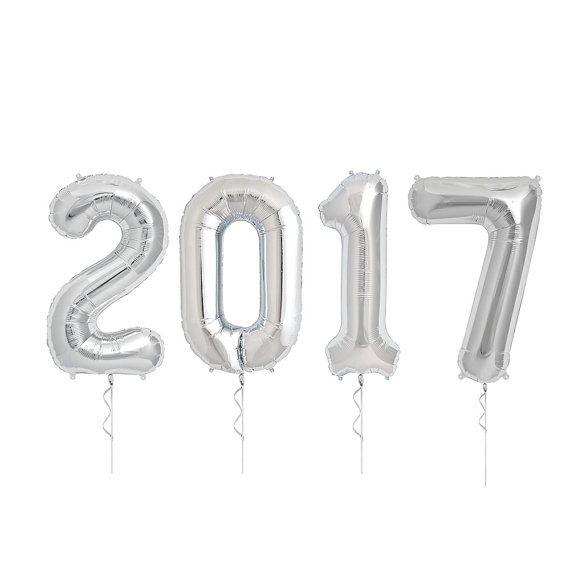 Het is tijd te schoppen op onze hielen en vieren het nieuwe jaar met deze reus numerieke 2017 ballonnen. Op 34 inch hoge afleggen deze ballonnen een verklaring. Perfect voor New Years partijen, afstuderen vieringen, de eerste dag van school of een andere mijlpaal in het nieuwe jaar.  Houd er rekening mee dat deze ballonnen zijn bedoeld om te worden gevuld met helium. Ballonnen plat worden verscheept en moeten vóór gebruik worden opgepompt.  36 inch 86.36 cm  Gemaakt in de VS    #01317-01