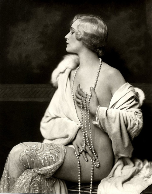 The brilliant photography of Alfred Cheney Johnston. Ziegfeld girl. 1920's.