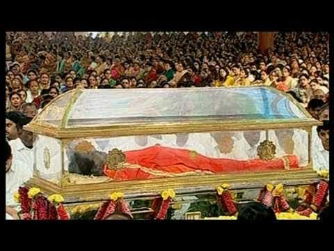 Sri Sathya Sai Baba Burial - SBS World News Australia