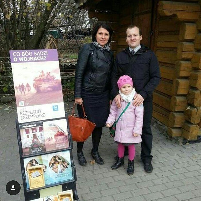 Poland. Thank you @albercik.b  #jw #jwonly #jwfriends #jwfamily #jwlove #jwpreaching #jwservice #jwministry #jworg #jwglobal #jehovah #jehovahswitnesses #jeova #testemunhasdejeova #jehova #testigosdejehova #publicwitnessing #testemunhopublico #predicacionpublica #cartwitnessing