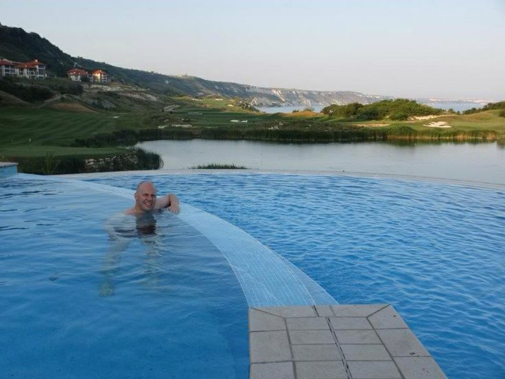 Infinity pool @ Thraccian Cliffs