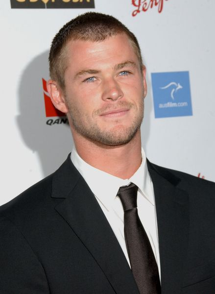 He Wears A Buzz Cut Well Chrishemsworth Hair Thor