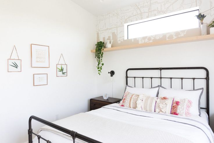 Keeping the wall decor minimal gives this guest bedroom a relaxing energy.