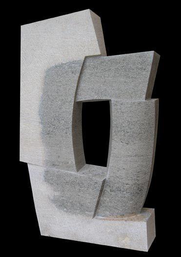 La escultura geométrica abstracta, en piedra, de Jason Mulligan. Matemolivares