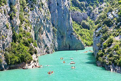 Les Gorges du Verdon Le Verdon, site naturel protégé et faisant partie des « Grands sites de France » est considéré comme le plus beau canyon d'Europe!  #tourisme #vacances #provence #paysages #voyages