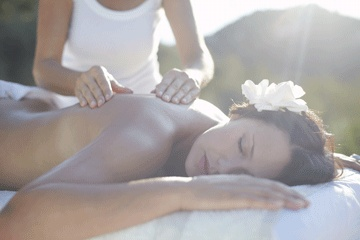 Lomi Lomi Hawaiian Massage l Indigo Earth Spa: There is a deep, spiritual reason behind the deep relaxation that kahuna, or lomi lomi, massage therapy delivers.