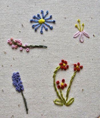 フレンチノットを使ったお花のイメージがこちら。  つぼみや、小さな花びら、紫のお花はムスカリ?ラベンダー?