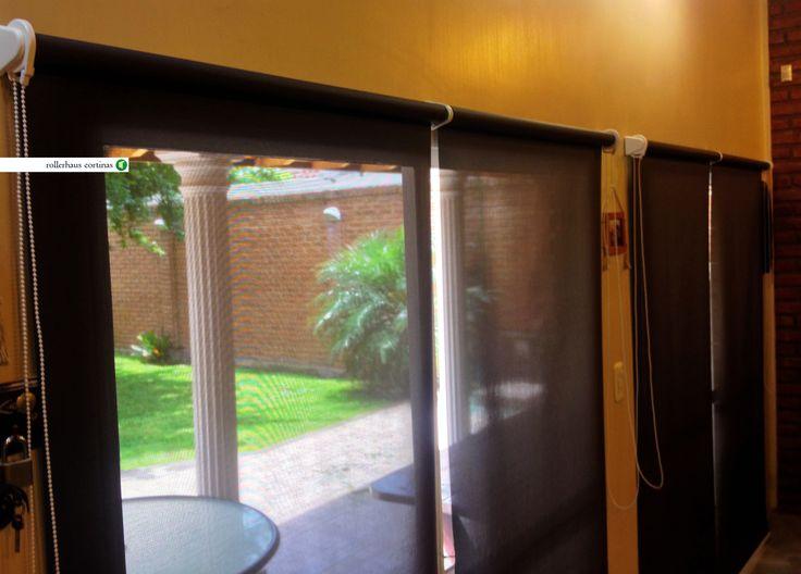 Cortinas Roller Sun Screen. Modernizá tu lugar con estas hermosas cortinas en color negro para contrastar con tus muebles. https://www.facebook.com/rollerhauscortinas Asesoramiento y presupuestos en rollerhauscortinas@outlook.com