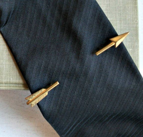 Check out this item in my Etsy shop https://www.etsy.com/ca/listing/517275134/vintage-arrow-tie-clip-mens-50s-golden