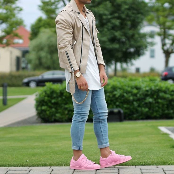 """1,271 mentions J'aime, 30 commentaires - Modern Men Street Style (@modernmenstreetstyle) sur Instagram: """"Let's do a vote for this pair of pink shoe. 1, LOVE it. I want to wear it all day! 2, HATE it. It…"""""""