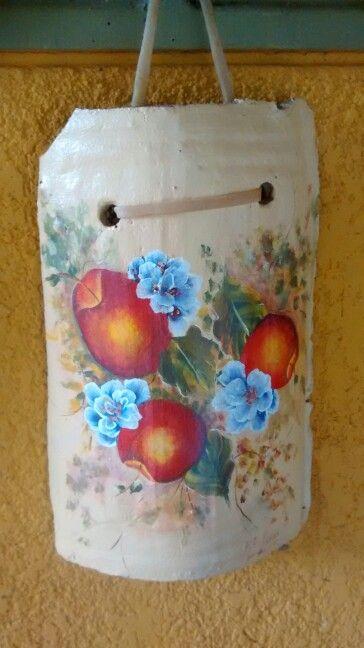 Teja de barro pintada con acrilico