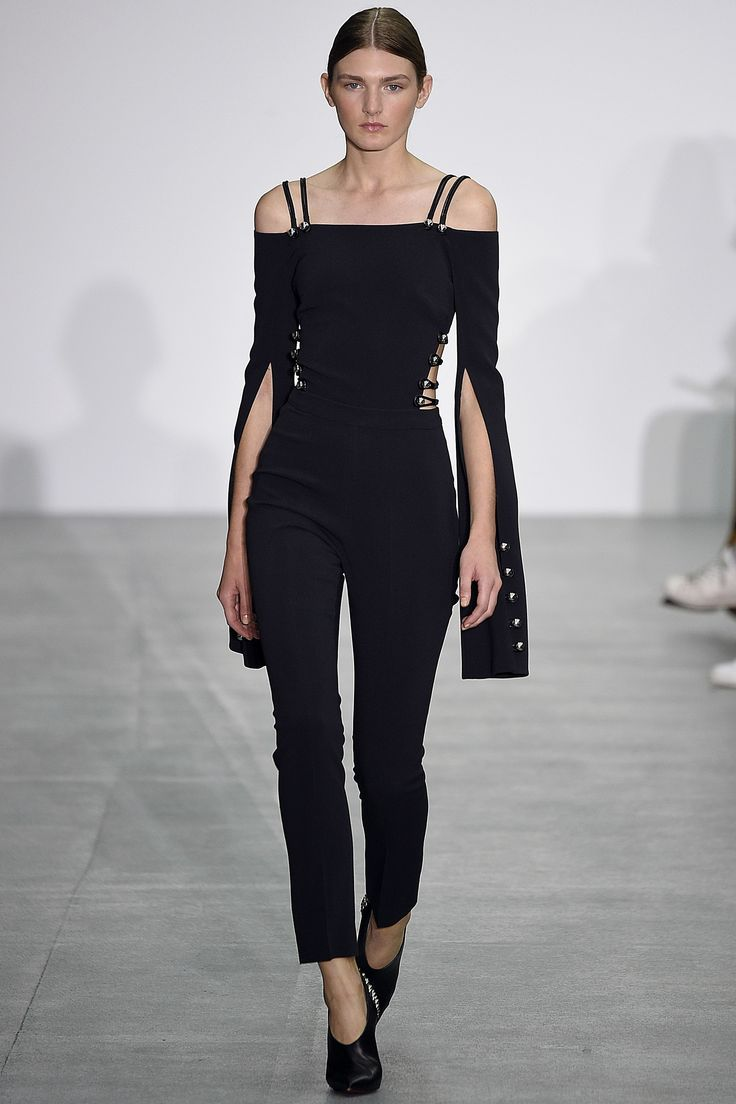 David Koma | Spring 2017 Ready-to-Wear collection | Off-shoulder jumpsuit