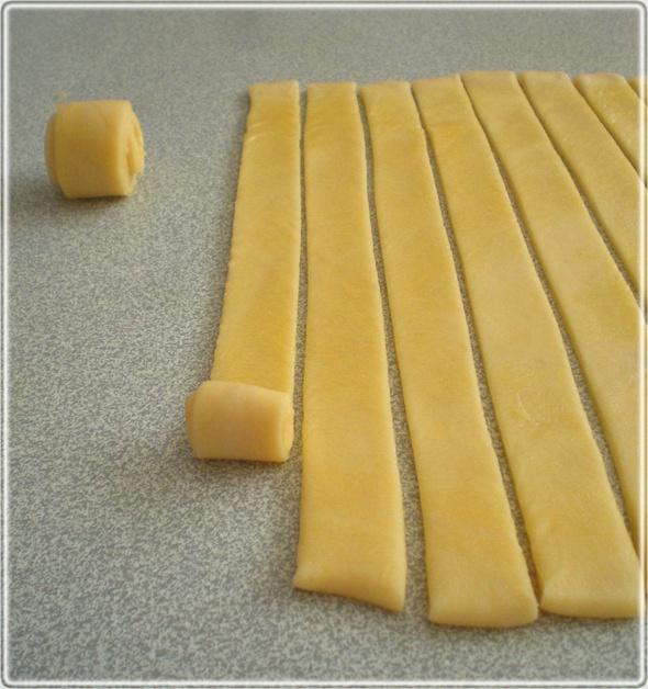DENİZ KABUĞU POĞAÇA seashell shaped pastry Kahvaltı için/çayın yanına poğaça tarifi http://www.herrenk.com/sdetay.asp?did=2190