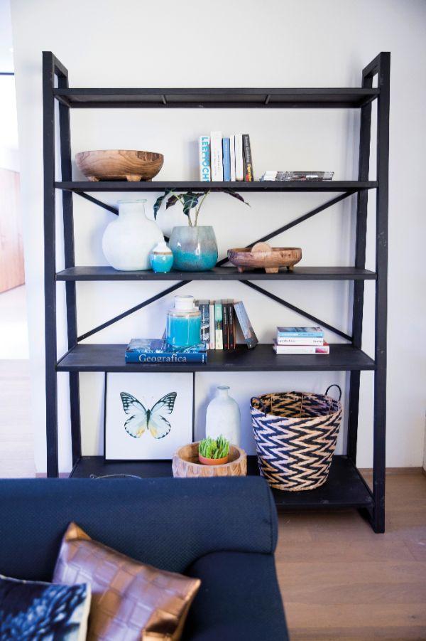 Trendhopper ● Rek Splurge is gemaakt van zwart metaal en ideaal als room divider, maar ook tegen de wand kan je er geweldig al je woonaccessoires in tentoonstellen.