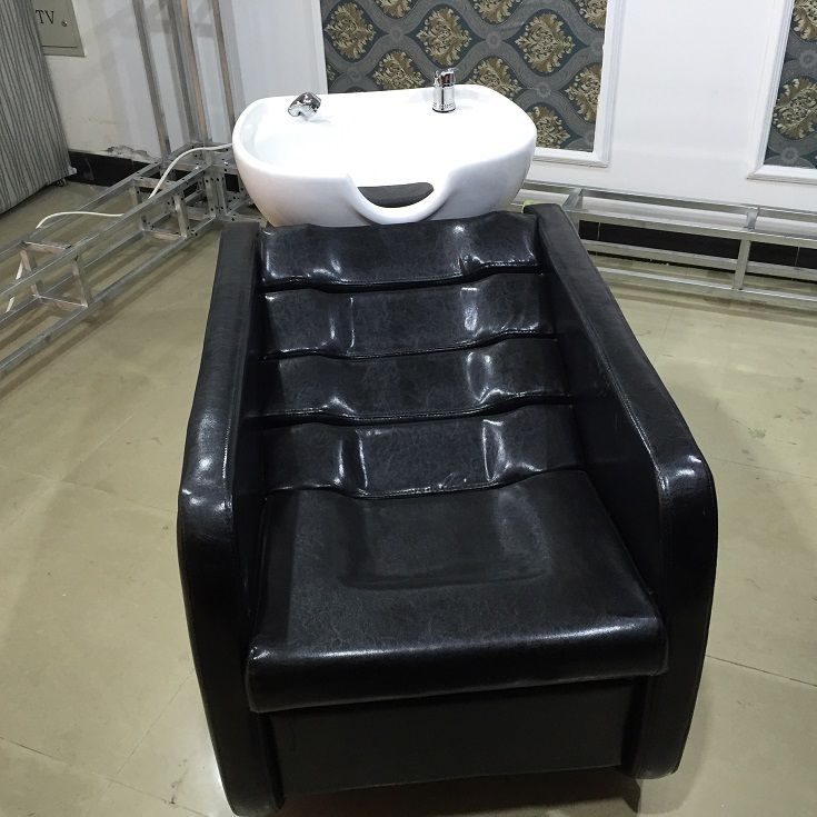 Capelli shampoo letto letto acqua bacino di ceramica