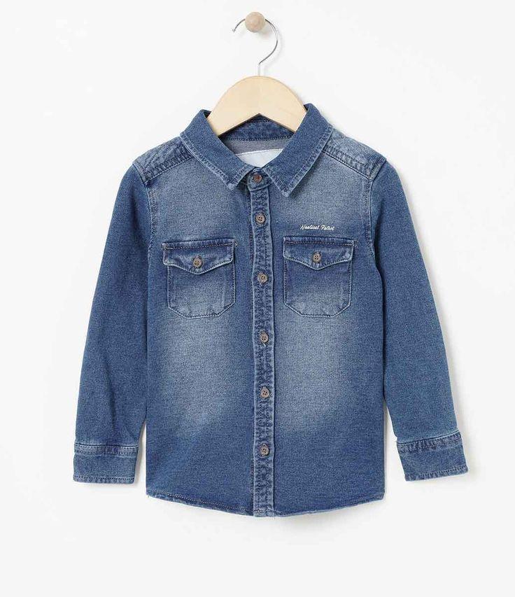 Camisa infantil Manga longa Com bolso Marca: Póim Tecido: jeans Composição: 96% algodão e 4% elastano COLEÇÃO INVERNO 2017 Veja outras opções de camisas infantis. Póim Menino Sabemos que de 1 a 4 anos de idade, o que vale é o gosto da mamãe. E pensando nisso, a Lojas Renner, possui a marca Póim, com macacão, camisetas, camisas, calça jeans e muito mais outros produtos cheio de estilo, tudo com muita informação de moda e tendências para os baixinhos!