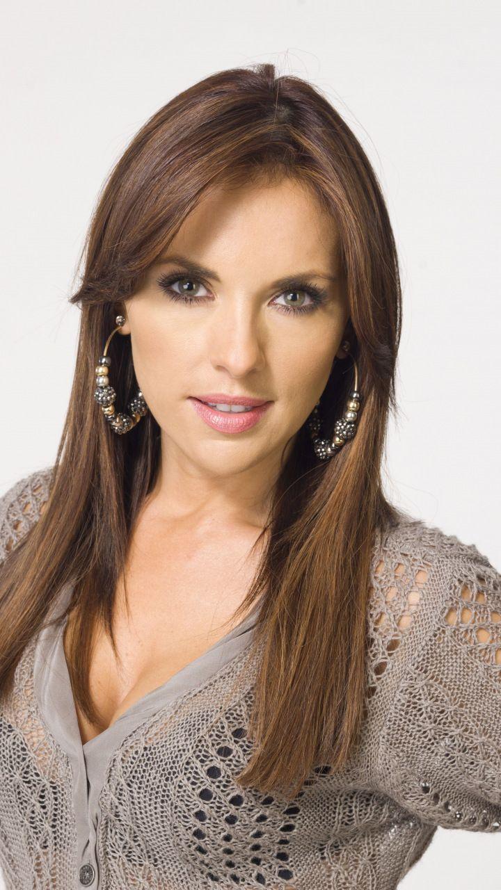 Vanessa Villela Brunette Mexican Actress 2018 720x1280 Wallpaper