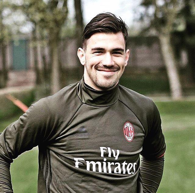 10.8 тис. вподобань, 101 коментарів – Alessio Romagnoli (@alessioromagnoli46) в Instagram: «#smiling #milanello @acmilan»