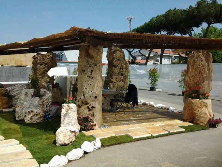 vendiamo colonne in pietra di tutte le dimensioni per gazebi .