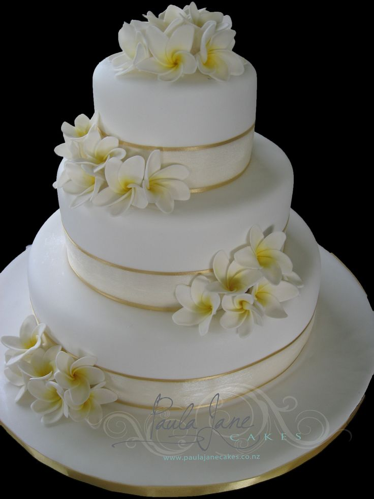 wedding cakes with ribbon on them sugar frangipanis and and gold ribbon wedding 26102