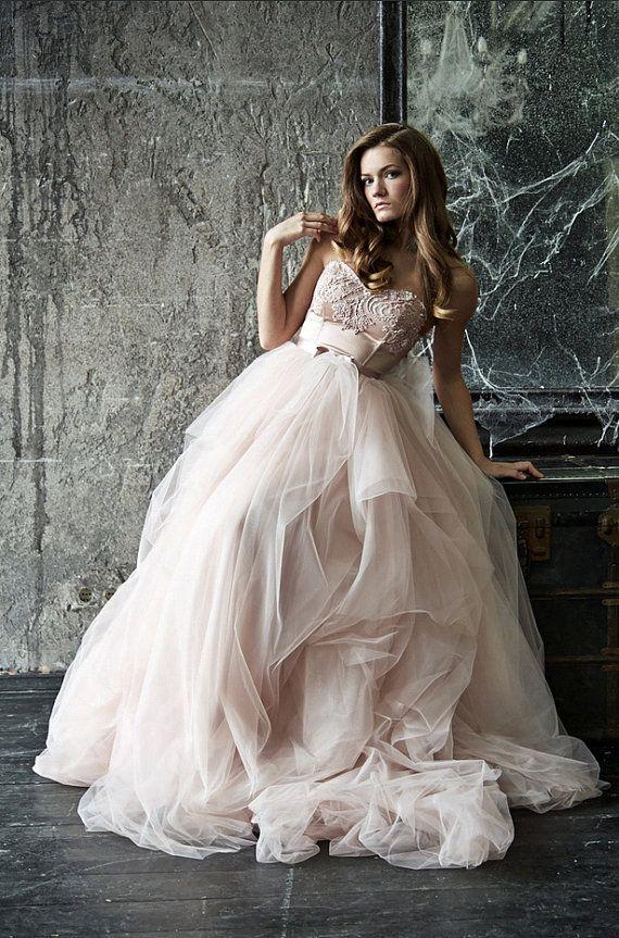 Princess wedding dresses style Marina by DressesLioness on Etsy $1.268.33 So beautiful!