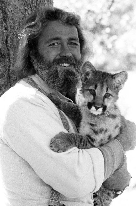 Daniel Francis Haggerty nasceu em 19 de novembro de 1942. Sua família criava animais selvagens para atuações. Daniel foi um ator americano com experiências com animais vamos dizer 'diferentes' o que possibilitou sua atuação mais conhecida  como Grizzly Adams o Homem da Montanha. Em seu rancho Daniel tinha animais que havia resgatado de estradas etc Um de seus filmes foi 'Condominium' de 1980 faleceu de câncer na medula espinhal em 15 de janeiro de 2016