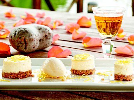 Citroncheesecake med sorbet och gelé på fläder   Recept.nu