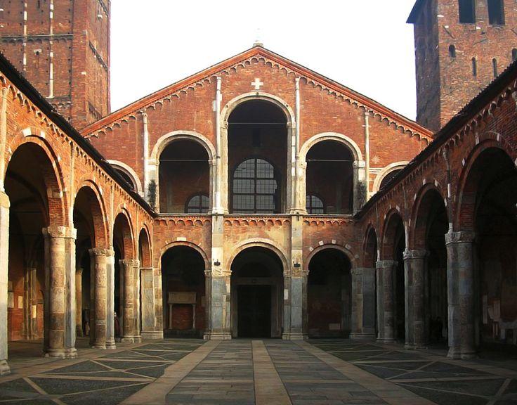 ROMÁNICO LOMBARDO o primer románico. Atrio y la fachada de la basílica de San Ambrosio, Milán.