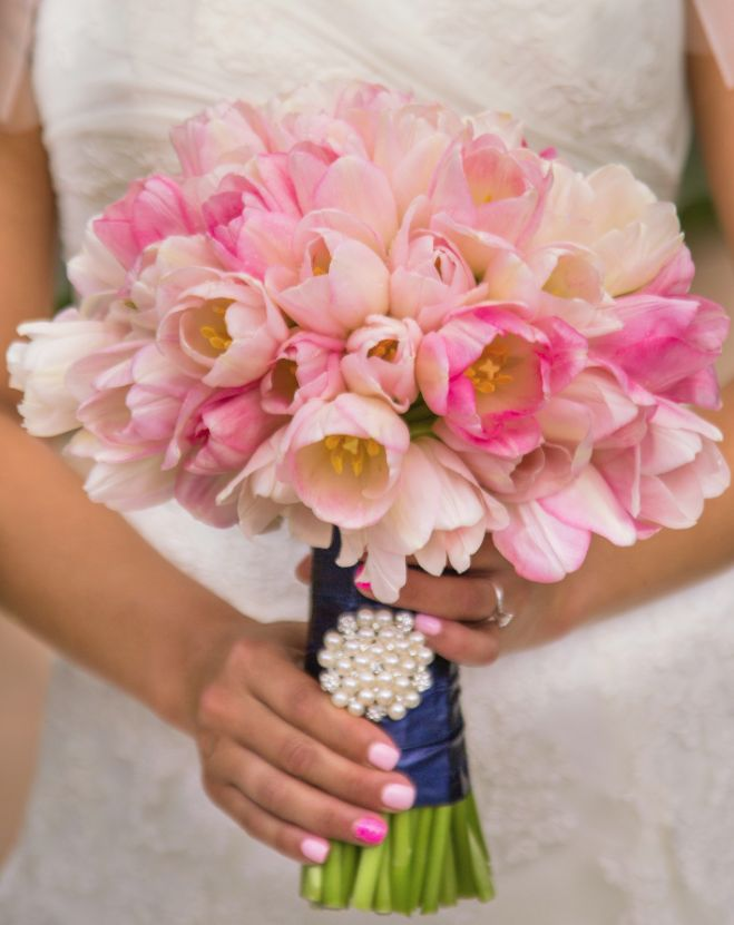 Featured Photographer: Photo by Chana and Don; 25 Chic Bridal Bouquet Inspiration (New!). To see more: http://www.modwedding.com/2014/08/06/25-chic-bridal-bouquet-inspiration-new/ #wedding #weddings #bouquet Featured Wedding Flower: Camellia Wedding Flowers; Featured Photographer: Photo by Chana and Don