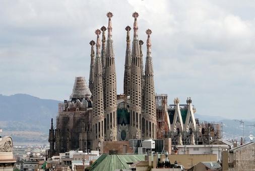 Sagrada Familia  This place is amazing!  I want to go back to Barcelona!: Antony Gaudi, Romans Catholic, Drills Platform, Sagrada Familia Barcelona, Under Construction, Sagradafamilia, Catholic Church, Barcelona Spain, Antonio Gaudi