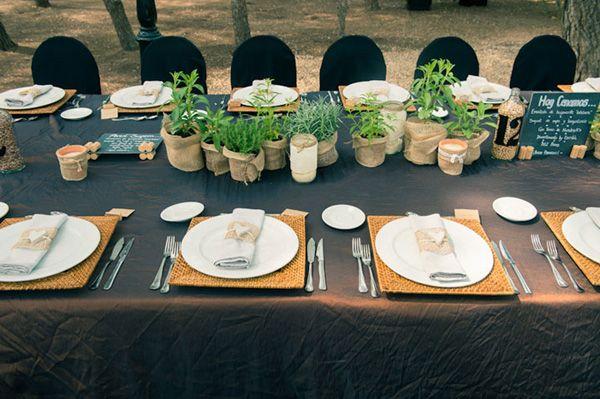 """Decoración de las mesas con plantas aromáticas · La boda """"do it yourself"""" de Miriam y Roger #flores #flowers #decoration #weddings #bodas #spain"""