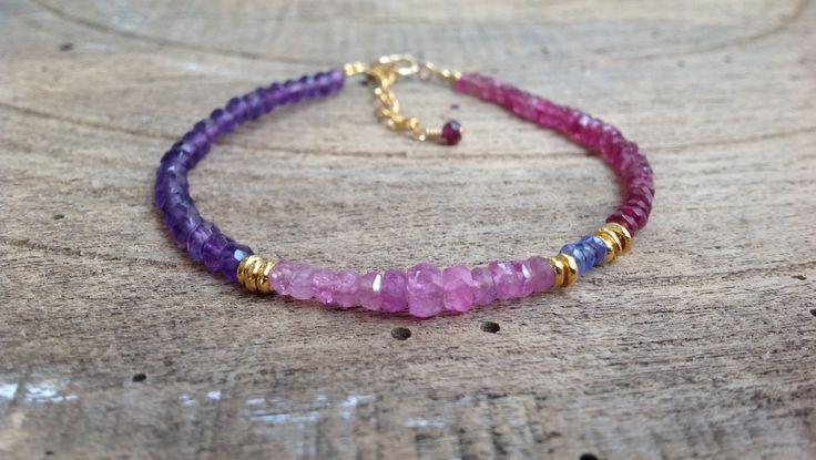 Bracelet fin, Rubis, Tanzanite, Améthyste, Tourmaline, perles Karen Hill Tribe en argent plaqué or, 24K, Bohemian : Bracelet par salammbo
