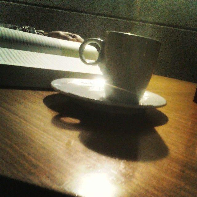 Muita fé, uma boa leitura e um café sâo o que pede minh'alma cansada.