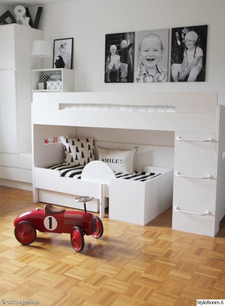 lastenhuone,muurame,canvastaulut valokuvista,musta-valkoinen,lastenhuoneen sisustus,mustavalkoinen sisustus,lelut sisustuksessa