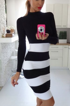 Puzdrové šaty s dlhým rukávom a golierikom. Vrchná časť šiat je čiernej farby…